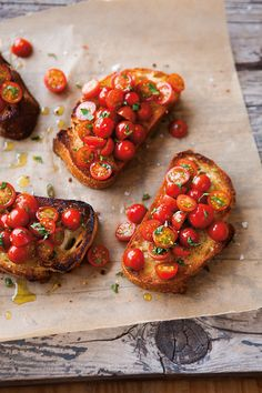 Tomato Bruschetta _ Classic Bruschetta demands the best-quality ingredients. Use a crusty coarse bread _ Bruschetta, at its simplest, is grilled bread rubbed with garlic and drizzled with olive oil, but it can also be prepared with a variety of toppings. I Love Food, Good Food, Yummy Food, Delicious Dishes, Tapas, Tomato Bruschetta, Bruschetta Bread, How To Make Bruschetta, Cooking Recipes