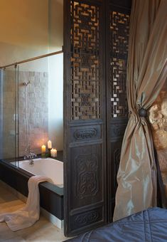 Gorgeous screen for separating bedroom from bathroom #acasadava #dreamhome #moroccan #riad Asian Interior, Interior And Exterior, Japanese Interior, Asian Doors, Asian Bathroom, Interior Decorating, Interior Design, Zen Decorating, Decoration Inspiration