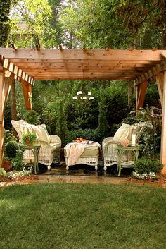 We carry beautiful Lane Venture patio and outdoor furniture! Shop now!