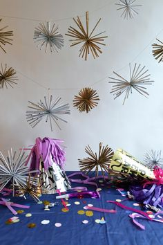 Such a great use of plain old plastic straws! We love this festive #DIY.