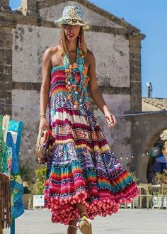 Boho dresses are the modern forms of bohemian clothing styles that are now made popular by the large numbers of celebrities wearing them. Their colorful look encapsulates the feminine, simple, flair style of gypsies and hippies. Hippie Style, Bohemian Style Clothing, Bohemian Chic Fashion, Bohemian Mode, Boho Style, Hippie Fashion, Fashion Fashion, Boho Gypsy, Hippie Boho