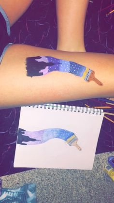 Painting the skyline body art – Hobbies paining body for kids and adult Head Tattoos, Body Art Tattoos, Henna Kunst, Skin Paint, Body Paint Art, Leg Painting, Tattoo Prices, Leg Art, Chalk Art