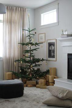 Hahahaha are you flippin serious omfg Minimalist Christmas, Nordic Christmas, Christmas Mood, Simple Christmas, All Things Christmas, Christmas Ideas, Rustic Christmas, Holiday Ideas, Merry Christmas