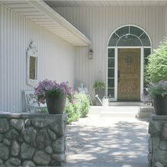 French country courtyard with stone walls, pea gravel, boxwood, lavender, wood furniture White Exterior Paint, White Exterior Houses, Cottage Exterior, Exterior Paint Colors, White Houses, French Cottage, Cottage Style, French Country, Country Style