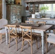 Cool 30+ Rustic Farmhouse Table Ideas To Use In The Decor #refurbishedtable Rustic Italian, Italian Home, Types Of Furniture, Outdoor Furniture Sets, Painted Furniture, Furniture Ideas, Refurbished Table, Farmhouse Kitchen Tables, Farmhouse Furniture