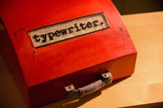 I built a case for my typewriter. (#QuickCrafter)