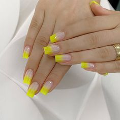 ThereBeauty 4 Trends of Nails Beauty in 2020 French nails style, back to the nails, make life more fun;Natural nails, best just natural. Pale Pink Nails, Neutral Nails, Yellow Nails, Bright Summer Acrylic Nails, Best Acrylic Nails, Stylish Nails, Trendy Nails, Gel Uv Nails, Fiberglass Nails