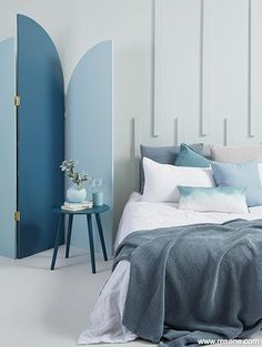 In a subtropical climate like ours, it's easy to be drawn to an ocean-inspired colour palette full of beachy blues - especially if you have a bach. Cheap Bedroom Decor, Cheap Home Decor, Living Room Interior, Living Room Decor, Minimalist Home Interior, Minimalist Kitchen, Rustic Home Interiors, Home Decor Paintings, Interior Design