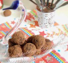 trufle jabłkowe (czekolada 60%, jabłko pieczone, masło, cukier trzcinowy, Calvados - dla dorosłych, kakao )