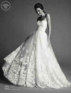 Vestido de noiva romântico - tomara que caia de organza com aplicações de renda ( Foto: Ivan Erick | Vestido: Oscar de la Renta para WhiteHall )