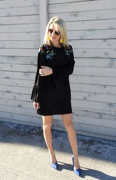 Perfect embroidered Zara dress and blue pumps