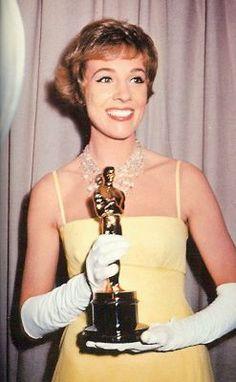 """Julie Andrews - Mejor Actriz por """"Mary Poppins"""""""