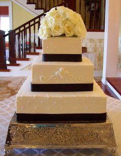 Melissa's Specialty Cakes :: Buttercream Wedding...love the middle layer detail