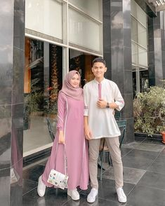 Kebaya Modern Dress, Kebaya Dress, Casual Hijab Outfit, Hijab Chic, Baju Couple Muslim, Simple Hijab, Baggy Pants, Modele Hijab, Hijab Fashion Inspiration