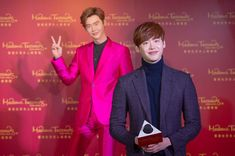 Lee Jong Suk sees his double at Madame Tussauds Hong Kong