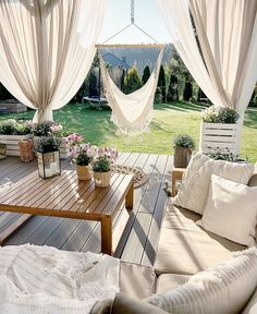 Can this please be my boho backyard! I love swinging chairs and the curtains and how light and white and bright and organic it is 😍