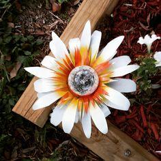 My newest solar light design! Soda Can Flowers, Tin Flowers, Plastic Flowers, Recycle Cans, Recycle Plastic Bottles, Plastic Bags, Upcycle, Recycling, Tin Can Art
