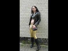Girl in Lackjacke und Spandex Lycra Leggings mit Stiefel...alles aus dem Laden... - YouTube