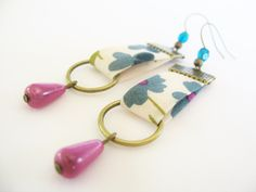 These earrings mounted on bronze-colored metal brackets are made of . Fabric Earrings, Fabric Jewelry, Diy Earrings, Urban Jewelry, Trendy Jewelry, Custom Jewelry, Vintage Jewelry, Bijoux Diy, Leather Jewelry