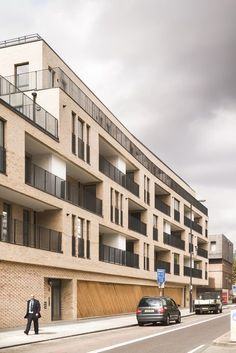 Elmwood court is a 5 storey, 22 unit affordable housing scheme for Peabody in Battersea, London. The building is situated on an open, underutilised car park . Social Housing Architecture, Brick Architecture, Residential Architecture, Architecture Details, Building Facade, Building Design, Facade Design, Exterior Design, Residential Complex