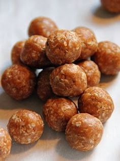 no bake dog treats 3/4c peanut butter, 1/4tsp cinnamon, 1/4c water & 1 1/4c oats/line cookie sheet w/parchment & form into balls chill 1-3hrs before feeding dog.  can be frozen in ziploc bags