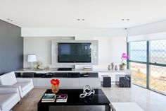 Sala de TV por Santos & Santos Arquitetura #homedecor #tvlounge #living #decoração #apartamentodecorado