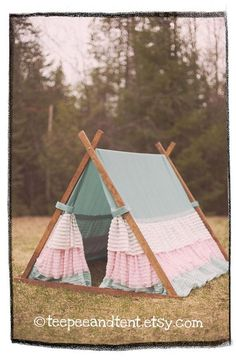 Kids Ruffle Teepee Play Tent by TeepeeandTent on Etsy - could easily do a DIY for a photo prop, or just for the girls. Teepee Play Tent, Teepees, Forts, Dog Tent, Activities For Kids, Crafts For Kids, Materiel Camping, Kids Tents, Baby Kind
