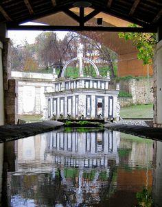 Fontana del Rosello - Sassari  riflesso (foto scattata dall'adiacente lavatoio)
