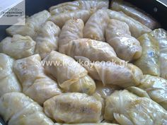 pictures show how to roll and stuff the Lahanodolmades Greek Recipes, Vegetable Recipes, Meatless Monday, Going Vegan, No Cook Meals, Food Art, Food To Make, Vegetarian, Snacks