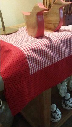 Toalha natalina xadrez em tecido 100 % algodão e barrado em petit pois .