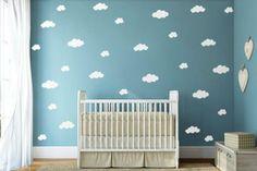 Você já pensou em fazer um quarto de bebê com tema nuvem para o seu pequeno? É uma das decorações temáticas que eu considero mais fofas para as crianças.
