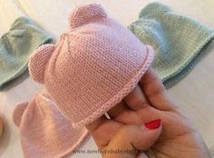 Baby Knitting Patterns These beautiful itty bitty knitted bear cubs hats are cute b...