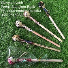 Souvenir Pensil Blangkon Batik, motif dan warna batik campur Rp. 2000 ...