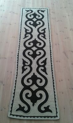 Shyrdak runner Bobbin Lace Patterns, Embroidery Patterns, Quilt Patterns, Felt Crafts, Diy And Crafts, Islamic Decor, Hawaiian Quilts, Crochet Fabric, Motif Design