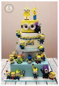 tarta-minions-hagamos-cosas http://hagamoscosas.com/tartas-de-minions-tortas-de-minions/  17 tipos mas en el articulo!