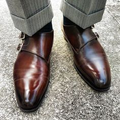 Just me and my #doublemonks today. First wear of these @a.meccariello #wholecut double monks from his #argentum #handwelted range. Made to measure, in the Argentum soft square last. I had given Antonio free reign over the color. And he'd chosen this gorgeous #darkbrown. I just can't wait for my next few pairs from him to arrive. #shoes #shoestagram #shoeporn #shoeaddict #shoeaddiction #classicshoes #mensshoes #menswear #mensstyle #sotd