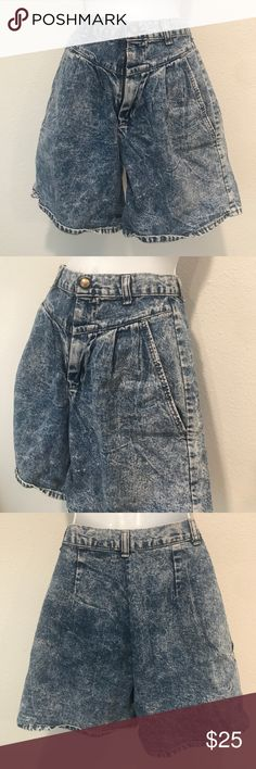 🌙Vintage 90 high waisted shorts small acid wash🌈 🌙Vintage 90 high waisted shorts small acid wash🌈 Fits small or 2-4 the best waist is 26 inch hips 36 inch mom style and super cute great condition very cool style made in USA Authentic Original Vintage Style Shorts Jean Shorts