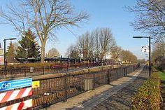 Station #Didam is een spoorwegstation in de Gelderse plaats Didam aan de spoorlijn #Winterswijk – #Zevenaar. Ieder halfuur stopt hier de stoptrein #Arnhem – #Winterswijk.