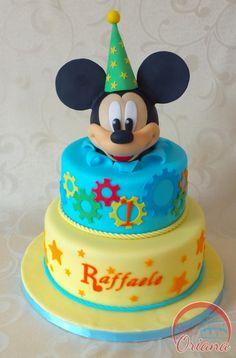 Torta Topolino | Mickey Mouse cake  http://blog.giallozafferano.it/crociedeliziedioriana/2015/05/torta-topolino-2.html
