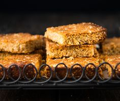 Quick and Easy School Lunch Box Slice. Simple delicious and free from gluten grains dairy egg nuts and refined sugar. Healthy School Lunches, School Lunch Box, Lunch Boxes, School Snacks, School Treats, Sweet Recipes, Whole Food Recipes, Simply Recipes, Muesli Bars