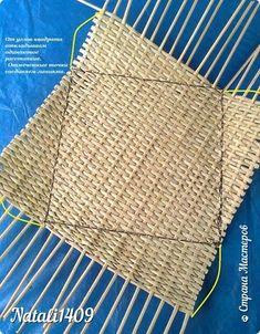 Асимметричная корзинка из газетных трубочек. МК   oblacco Upcycled Crafts, Diy And Crafts, Arts And Crafts, Paper Crafts, Paper Weaving, Paper Basket, Weaving Techniques, Paper Decorations, Basket Weaving