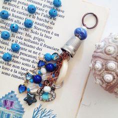 VENDUTO Amuleto realizzato con pietre e corallini vintage.