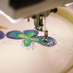 Go beyond automated embroidery designs. Let Terry White teach you how to free-motion embroider on either a sewing or embroidery machine. Freehand Machine Embroidery, Sewing Machine Embroidery, Free Motion Embroidery, Free Machine Embroidery Designs, Free Motion Quilting, Machine Quilting, Embroidery Ideas, Hand Embroidery, Embroidery Digitizing