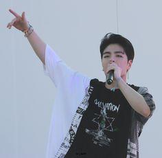Ikon Member, Koo Jun Hoe, Kim Hanbin, Boy Groups, Kpop, T Shirts For Women, Icons, Serious Relationship, People