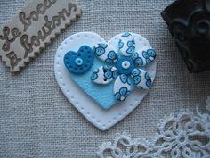 Grand bouton coeur turquoise et blanc en argile polymère : Mercerie par le-bocal-a-boutons