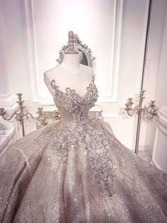 Design of puffed wedding dresses - Photo 2 . Klienfeld Wedding Dresses, Pretty Quinceanera Dresses, Fairy Wedding Dress, Pretty Prom Dresses, Fairytale Dress, Princess Wedding Dresses, Beautiful Dresses, Extravagant Wedding Dresses, Boho Wedding