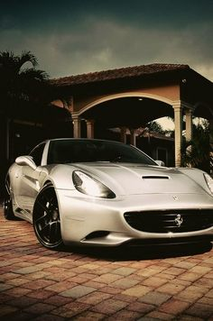 The Ferrari California was unveiled at the 2008 Paris Motor Show. The car went into production in 2008 and is still being produced by Ferrari. The car is available as a 2 door grand tourer coupe and as a hard top convertible. Ferrari California, Fancy Cars, Nice Cars, Car Manufacturers, Hot Cars, Swagg, Exotic Cars, Bugatti, Custom Cars