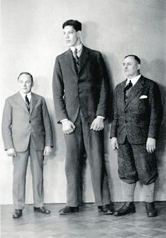 A Look At The 10 Tallest People In History - http://1000facts.com/a-look-at-the-10-tallest-people-in-history/