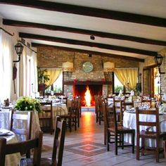 The beauty of the hills of Abruzzo is entirely focused in this big farm; Love Promise, Italy Wedding, Relax, Restaurant, Table Decorations, Modern, Beautiful, Twist Restaurant, Trendy Tree