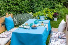 Nádherné záhradné prestieranie so sedákmi z kolekcie Londres.  #zahrada#prestieranie#obrus#sedaky Outdoor Furniture Sets, Outdoor Decor, Summer Picnic, Table Decorations, Spring, Home Decor, London, Decoration Home, Room Decor